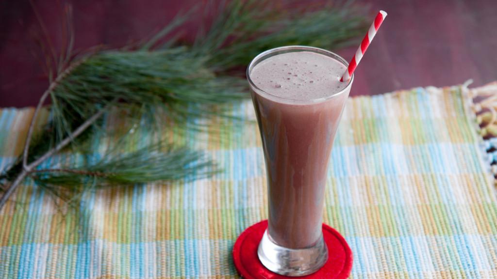 chocolat-menthe-shake-recette-main