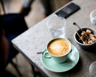 Quelle est la quantité de caféine dans le café décaféiné?