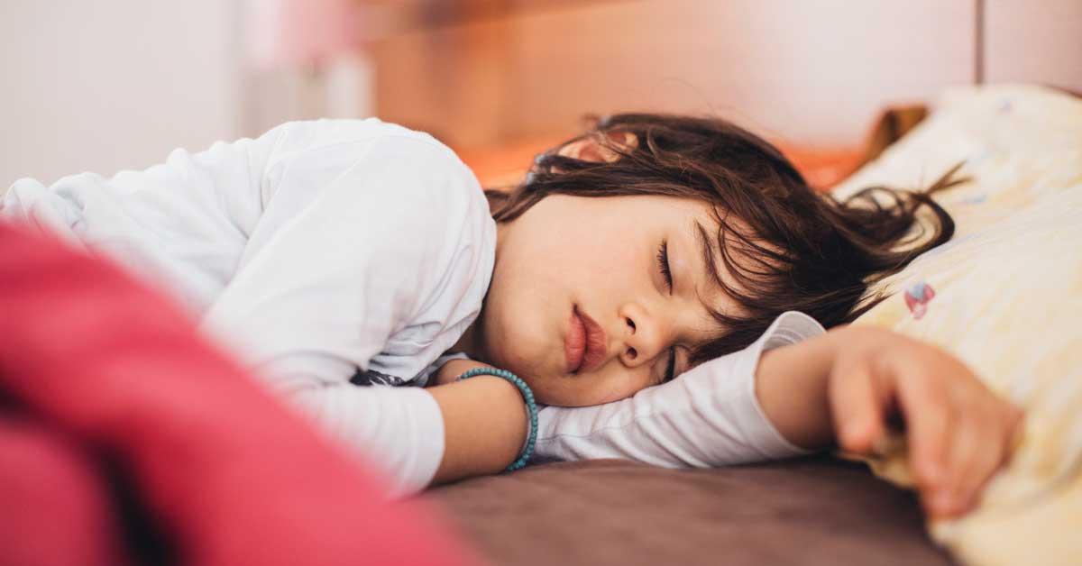 La mélatonine est-elle sans danger pour les enfants? Regard sur la preuve