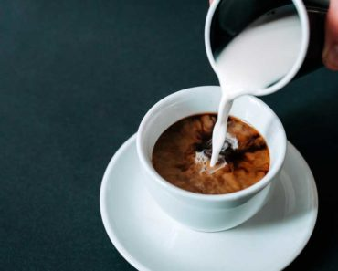 Crème épaisse vs moitié-moitié vs crème à café: Quelle est la différence?