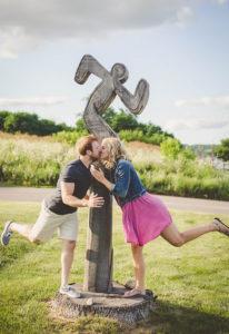 Megan et Jed avec l'homme qui court
