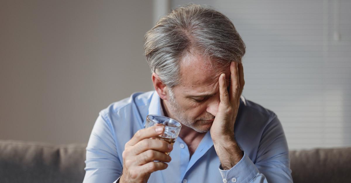 Cheveux du chien: l'alcool peut-il guérir votre gueule de bois?