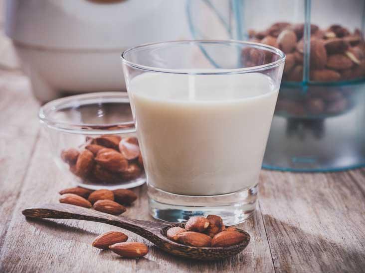 9 avantages du lait d'amande pour la santé fondés sur la science
