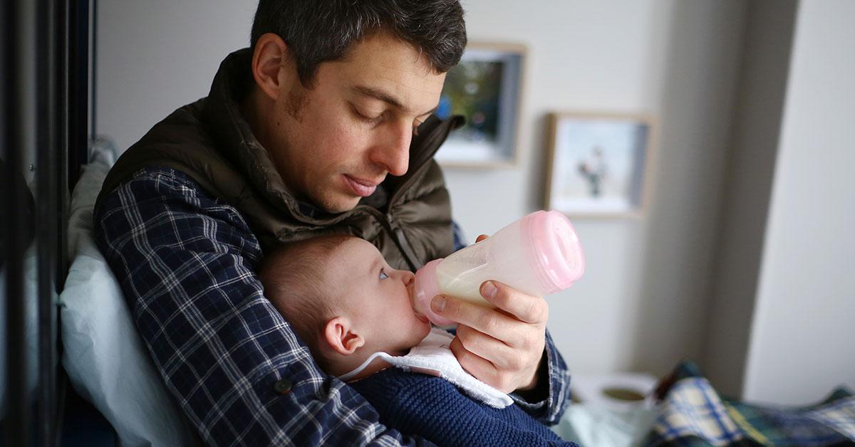 Dans le débat sur l'allaitement maternel et la formule, l'intention du parent est importante