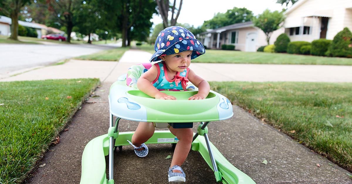 Attention au trotteur: un jouet populaire peut entraîner de graves blessures