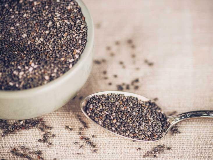 Est-ce que manger trop de graines de chia provoque des effets secondaires?