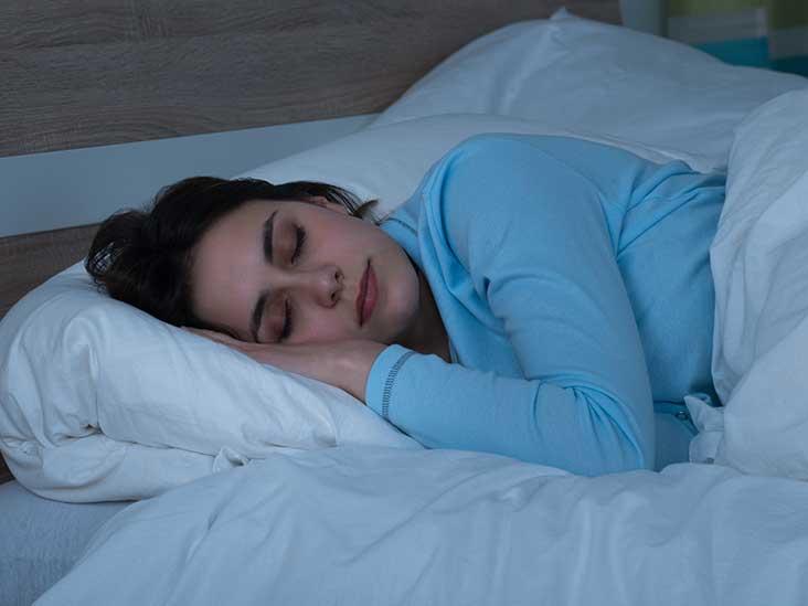 7 façons de dormir peuvent vous aider à perdre du poids