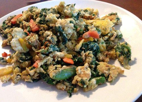 Oeufs et Légumes Frits à l'Huile de Noix de Coco