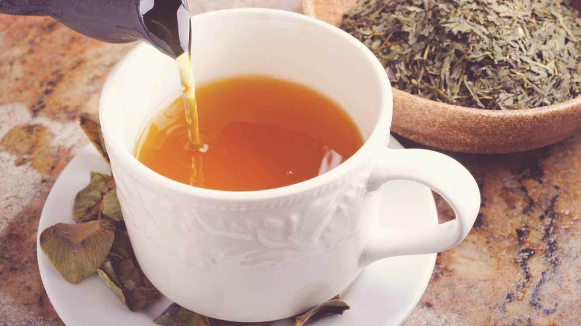 Thé vert et feuilles