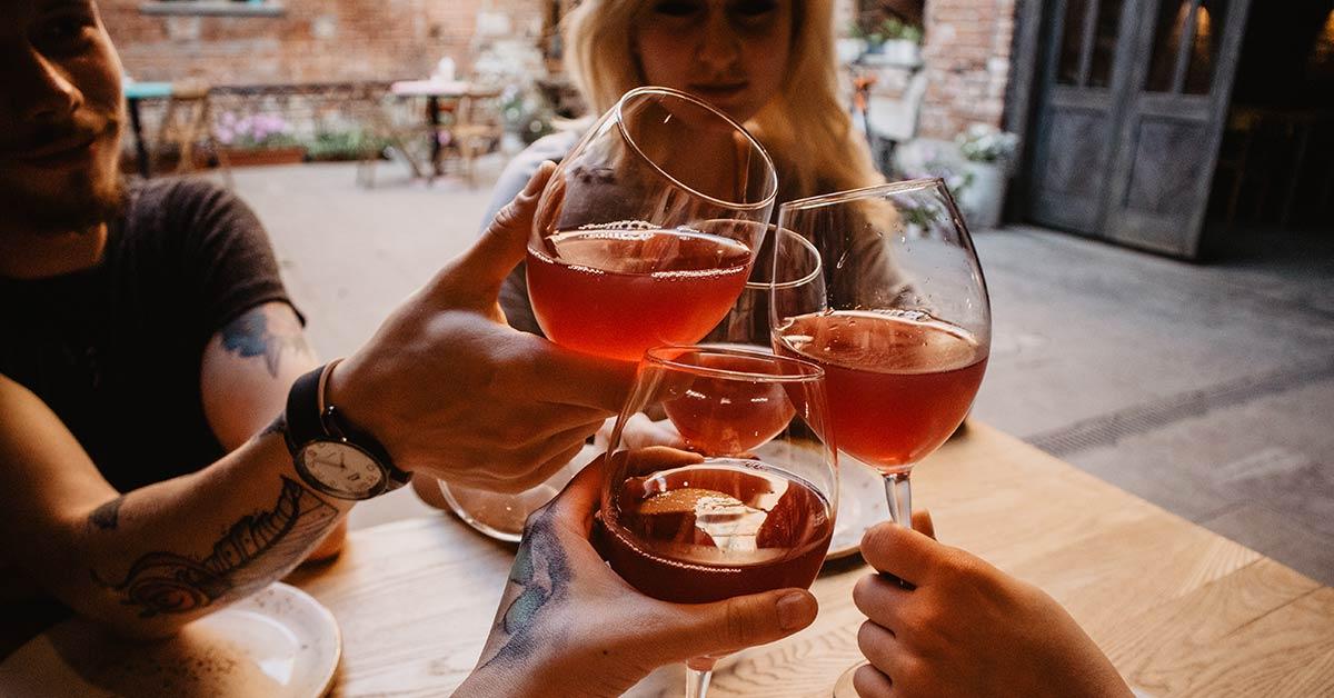 Des experts jettent de l'eau froide sur une étude qui recommande de ne pas consommer d'alcool