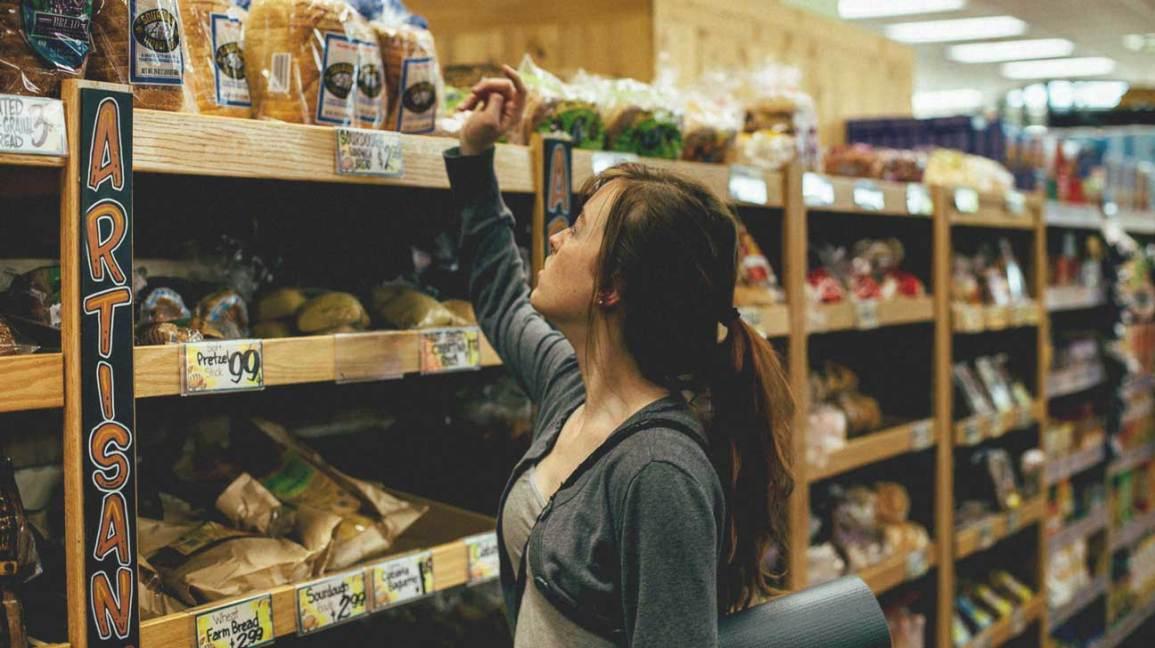 Jeune femme, achat, pain