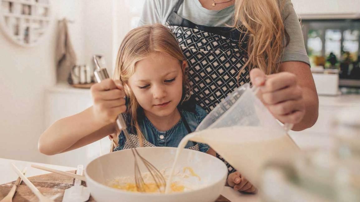 Mère et fille, cuisson, ensemble