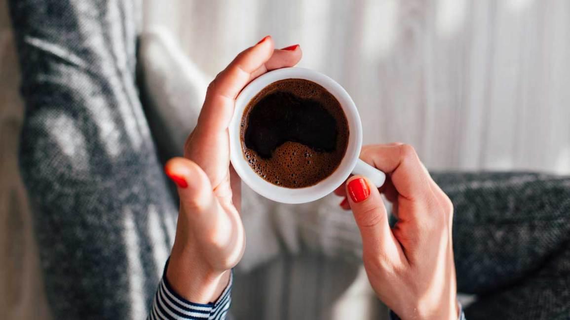 Halten Sie schwarzen Kaffee