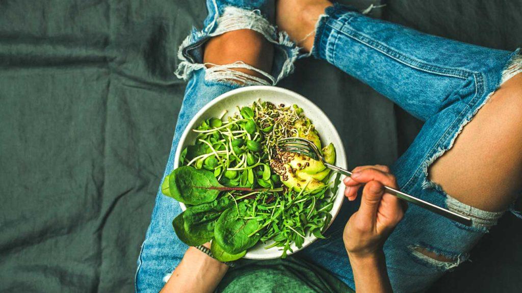 Aller végétarien peut aider votre tour de taille ... et votre portefeuille