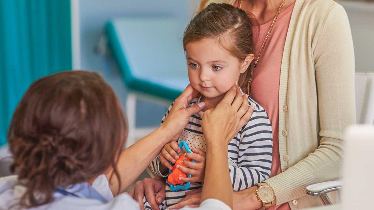 Pourquoi enlever les amygdales de votre enfant peut faire plus de tort que de bien