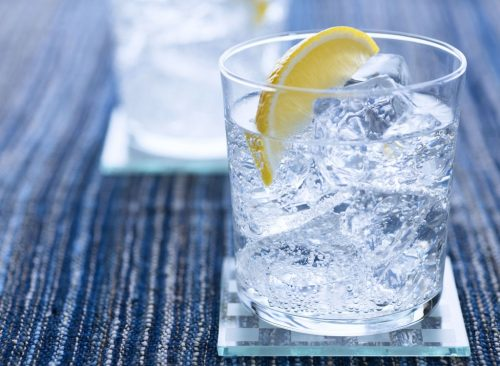 Eau glacée au citron - perte de poids malsaine