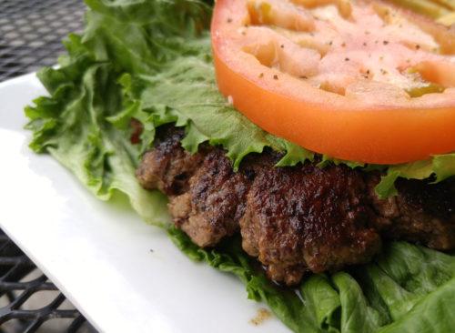 Burger avec enveloppe de laitue et sans brioche - perte de poids malsaine