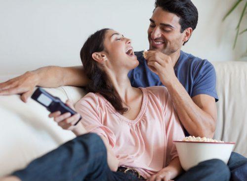 Couple grignotant - perte de poids malsaine