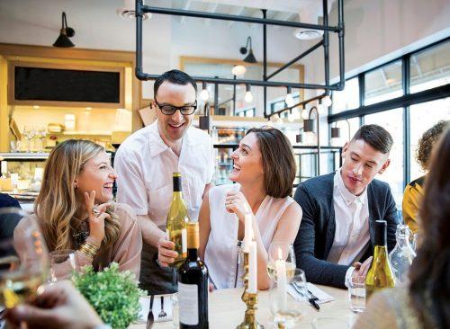 """façons simples et bon marché de perdre du poids restaurant """"width ="""" 500 """"height ="""" 366 """"srcset ="""" https://www.eatthis.com/wp-content/uploads/media/images/ext/384523659/waiter-diners -restaurant-500x366.jpg 500w, https://www.eatthis.com/wp-content/uploads/media/images/ext/384523659/waiter-diners-restaurant-768x563.jpg 768w, https: //www.eatthis contenu .com / wp / uploads / media / images / ext / 384523659 / waiter-diners-restaurant.jpg 1024w, https://www.eatthis.com/wp-content/uploads/media/images/ext/384523659/ waiter-diners-restaurant-300x220.jpg 300w, https://www.eatthis.com/wp-content/uploads/media/images/ext/384523659/waiter-diners-restaurant-826x606.jpg 826w, https: // www.eatthis.com/wp-content/uploads/media/images/ext/384523659/waiter-diners-restaurant-205x150.jpg 205w, https://www.eatthis.com/wp-content/uploads/media/images /ext/384523659/waiter-diners-restaurant-684x500.jpg 684w, https://www.eatthis.com/wp-content/uploads/media/images/ext/384523659/waiter-diners-restaur ant-640x468.jpg 640w, https://www.eatthis.co contenu m / wp / uploads / media / images / ext / 384523659 / serveur / diners-restaurant-343x250.jpg 343w, https: //www.eatthis .com / wp-content / uploads / media / images / ext / 384523659 / witer-diners-restaurant-256x186.jpg 256w, https://www.eatthis.com/wp-content/uploads/media/images/ext/ 384523659 / waiter-diners-restaurant-183x133.jpg 183w, https: / /www.eatthis.com/wp-content/uploads/media/images/ext/384523659/waiter-diners-restaurant-244x178.jpg 244w, https: //www.eatthis.com/wp-content/uploads/media/ images / ext / 384523659 / waitress-restaurant-264x192.jpg 264w, https://www.eatthis.com/wp-content/uploads/media/images /ext/384523659/waiter-diners-restaurant-600x439.jpg 600w """"tailles ="""" (largeur maximale: 500px) 100vw, 500px"""