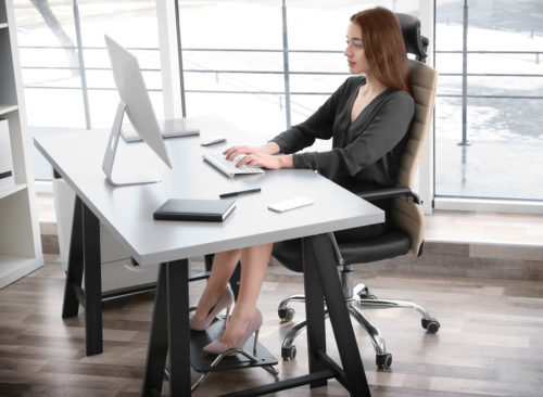 Position assise, femme, debout, bureau