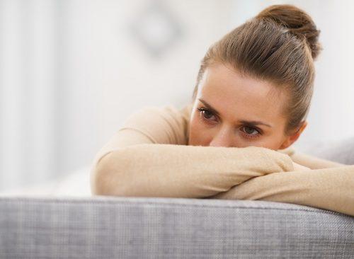 Femme stressée et contrariée