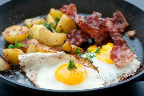 Œufs pommes de terre au bacon