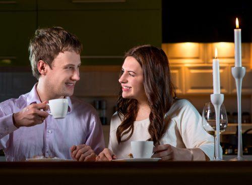 Couple en train de dîner