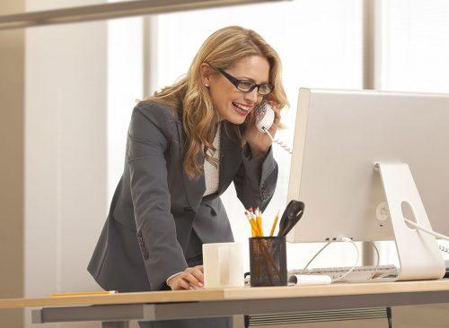 Femmes sur le bureau