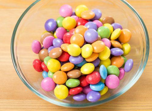 Candy sur le bureau
