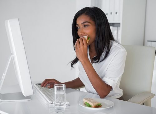 "Conseils pour la motivation Salad ""width ="" 500 ""height ="" 366 ""srcset ="" https://www.eatthis.com/wp-content/uploads/media/images/ext/796153167/woman-eating-at-desk-500x366. jpg 500w, https://www.eatthis.com/wp-content/uploads/media/images/ext/796153167/woman-eating-at-desk-768x563.jpg 768w, https://www.eatthis.com/ wp-content / uploads / media / images / ext / 796153167 / woman-eating-at-desk.jpg 1024w, https://www.eatthis.com/wp-content/uploads/media/images/ext/796153167/ female -eat-on-desk-300x220.jpg 300w, https://www.eatthis.com/wp-content/uploads/media/images/ext/796153167/woman-eating-at-desk-826x606.jpg 826w, https : //www.eatthis.com/wp-content/uploads/media/images/ext/796153167/woman-eating-at-desk-205x150.jpg 205w, https://www.eatthis.com/wp-content/ uploads / media / images / ext / 796153167 / woman-eating-at-desk-684x500.jpg 684w, https://www.eatthis.com/wp-content/uploads/media/images/ext/796153167/woman- eating -at-desk-640x468.jpg 640w, https://www.eatthis.com/wp-content/uploads/media/images/ext/7 96153167 / woman-ating-desk-343x250.jpg 343w, https://www.eatthis.com/wp-content/uploads/media/images/ext/796153167/woman-eating-at-desk-256x186. jpg 256w, https: //www.eatthis.com/wp-content/uploads/media/images/ext/796153167/woman-eating-at-desk-183x133.jpg 183w, https://www.eatthis.com/ wp-content / uploads /media/images/ext/796153167/woman-eating-at-desk-244x178.jpg 244w, https://www.eatthis.com/wp-content/uploads/media/images/ext/7961531617 / woman-eating-at-desk-264x192.jpg 264w, https://www.eatthis.com/wp-content/uploads/media/images/ext/796153167/woman-eating-at-desk-600x439.jpg 600w ""tailles ="" (largeur maximale: 500px) 100vw, 500px"