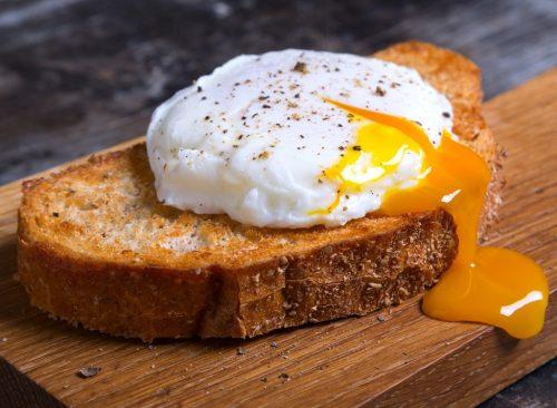 Pain grillé aux œufs