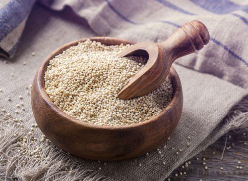 """quinoa """"width ="""" 500 """"height ="""" 366 """"srcset ="""" https://www.eatthis.com/wp-content/uploads/2017/10/white-quinoa-bowl-500x366.jpg 500w, https: // www.eatthis.com/wp-content/uploads/2017/10/white-quinoa-bowl-768x563.jpg 768w, https://www.eatthis.com/wp-content/uploads/2017/10/white-quinoa -bowl.jpg 1024w, https://www.eatthis.com/wp-content/uploads/2017/10/white-quinoa-bowl-300x220.jpg 300w, https://www.eatthis.com/wp-content /uploads/2017/10/white-quinoa-bowl-826x606.jpg 826w, https://www.eatthis.com/wp-content/uploads/2017/10/white-quinoa-bowl-205x150.jpg 205w, https : //www.eatthis.com/wp-content/uploads/2017/10/white-quinoa-bowl-684x500.jpg 684w, https://www.eatthis.com/wp-content/uploads/2017/10/ white-quinoa-bowl-640x468.jpg 640w, https://www.eatthis.com/wp-content/uploads/2017/10/white-quinoa-bowl-343x250.jpg 343w, https: //www.eatthis. com / wp content / uploads / 2017/10 / white-quinoa-bowl-256x186.jpg 256w, https://www.eatthis.com/wp-content/uploads/2017/10/white-quinoa-bowl-183x133 .jpg 183w, https: // w ww.eatthis.com/wp-content/uploads/2017/10/white-quinoa-bowl-244x178.jpg 244w, https://www.eatthis.com/wp-content/ uploads / 2017/10 / white-quinoa -bowl-264x192.jpg 264w, https://www.eatthis.com/wp-content/uploads/2017/10/white-quinoa-bowl-600x439.jpg 600w """"tailles = """"(largeur maximale: 500px) 100vw, 500px""""></noscript></p><p>En ce qui concerne les céréales, le quinoa est un bon choix si vous voulez perdre du poids. Il est emballé avec des protéines et des fibres et contient environ 220 calories par tasse. Quoi de plus? Le quinoa est l'un des rares aliments végétaux offrant un ensemble complet d'acides aminés, ce qui signifie qu'il peut être converti directement en muscle du corps.</p><div id="""