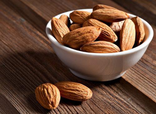 """almonds """"width ="""" 500 """"height ="""" 366 """"srcset ="""" https://infosante24.com/wp-content/uploads/2019/05/1557766520_746_40-façons-de-restaurer-vos-vacances-Oui-vous-pouvez-profiter.jpg 500w, https://www.eatthis.com/wp-content/uploads/media/images/ext/585295300/almonds-weight-loss-768x563.jpg 768w, https://www.eatthis.com/wp-content/uploads /media/images/ext/585295300/almonds-weight-loss.jpg 1024w, https://www.eatthis.com/wp-content/uploads/media/images/ext/585295300/almonds-weight-loss-300x220. jpg 300w, https://www.eatthis.com/wp-content/uploads/media/images/ext/585295300/almonds-weight-loss-826x606.jpg 826w, https://www.eatthis.com/wp- contenu / uploads / media / images / ext / 585295300 / perte de poids amandes-205x150.jpg 205w, https://www.eatthis.com/wp-content/uploads/media/images/ext/585295300/almonds-weight -loss -684x500.jpg 684w, https://www.eatthis.com/wp-content/uploads/media/images/ext/585295300/almonds-weight-loss-640x468.jpg 640w, https: //www.eatthis .com / wp-content / uploads / media / images / ext / 585295300 / amandes weight-tap-343x250.jpg 343w, https://www.eatthis.com/wp-content/uploads/media/images/ext/585295300/almonds -weight-loss-256x186.jpg 256w, https://www.eatthis.com/wp-content/uploads/media/images/ext/585295300/almonds-weight-loss-183x133.jpg 183w, https: // www. .eatthis.com / wp-content / uploads / media / images / ext / 585295300 / almonds-weight-tap-244x178.jpg 244w, https://www.eatthis.com/wp-content/uploads/media/images/ ext / 585295300 / amandes perte de poids-264x19 2.jpg 264w, https: //www.eatthis. com / contenu wp / uploads / médias / images / ext / 585295300 / perte d'amandes amandes-600x439.jpg 600w """"size ="""" (largeur max: 500px) 100vw, 500px """"></noscript></p> <p>Une poignée d'amandes est gravement brûlée: une étude menée auprès d'adultes obèses a révélé que la consommation d'environ un quart de tasse d'amandes pendant 6 mois entraînait une perte de poids et un IMC supérieurs de 62%. Et manger seulement 1,5 gramme d'amandes par jo"""