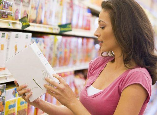 Lire l'étiquette d'un magasin d'alimentation