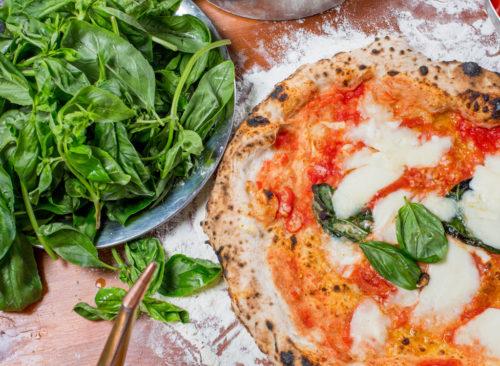 Pizza au basilic