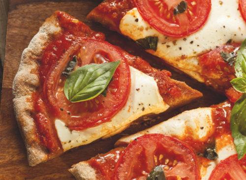 Tranches de tomates fraîches pizza margherita