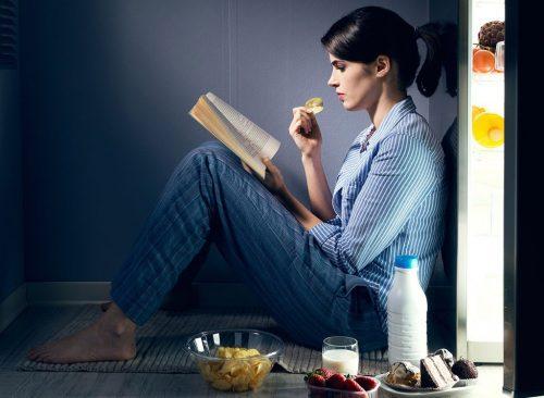 "Règles de perte de poids ""width ="" 500 ""height ="" 366 ""srcset ="" https://www.eatthis.com/wp-content/uploads/media/images/ext/142630853/woman-eating-late-night-500x366 .jpg 500w, https://www.eatthis.com/wp-content/uploads/media/images/ext/142630853/woman-eating-late-night-768x563.jpg 768w, https://www.eatthis.com / wp -content / uploads / media / images / ext / 142630853 / woman-eating-late-night.jpg 1024w, https://www.eatthis.com/wp-content/uploads/media/images/ext/142630853/ female- eat-tard-night-300x220.jpg 300w, https://www.eatthis.com/wp-content/uploads/media/images/ext/142630853/woman-eating-late-night-826x606.jpg 826w, https: //www.eatthis.com/wp-content/uploads/media/images/ext/142630853/woman-eating-late-night-205x150.jpg 205w, https://www.eatthis.com/wp-content / uploads /media/images/ext/142630853/woman-eating-late-night-684x500.jpg 684w, https://www.eatthis.com/wp-content/uploads/media/images/ext/142630853/woman- spis- sen-night-640x468.jpg 640w, https://www.eatthis.com/wp-content/uploads/media/images/e xt /142630853/woman-eating-late-night-343x250.jpg 343w, https://www.eatthis.com/wp-content/uploads/media/images/ext/142630853/woman-eating-late-night-256x186 . jpg 256w, https://www.eatthis.com/wp-content/uploads/media/images/ext/142630853/woman-eating-late-night-183x133.jpg 183w, https://www.eatthis.com/ wp content / uploads / media / images / ext / 142630853 / female-eat-tard-la-nuit-244x178.jpg 244w, https://www.eatthis.com/wp-content/uploads/media/images/ext/142630853 /woman-eating-late-night-264x192.jpg 264w, https://www.eatthis.com/wp-content/uploads/media/images/ext/142630853/woman-eating-late-night-600x439.jpg 600w ""tailles ="" (largeur maximale: 500px) 100vw, 500px"