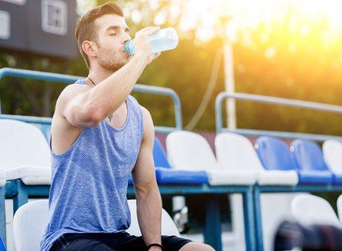Hommes, eau potable