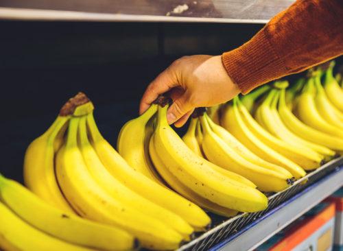 Choisissez une étagère d'épicerie à la banane