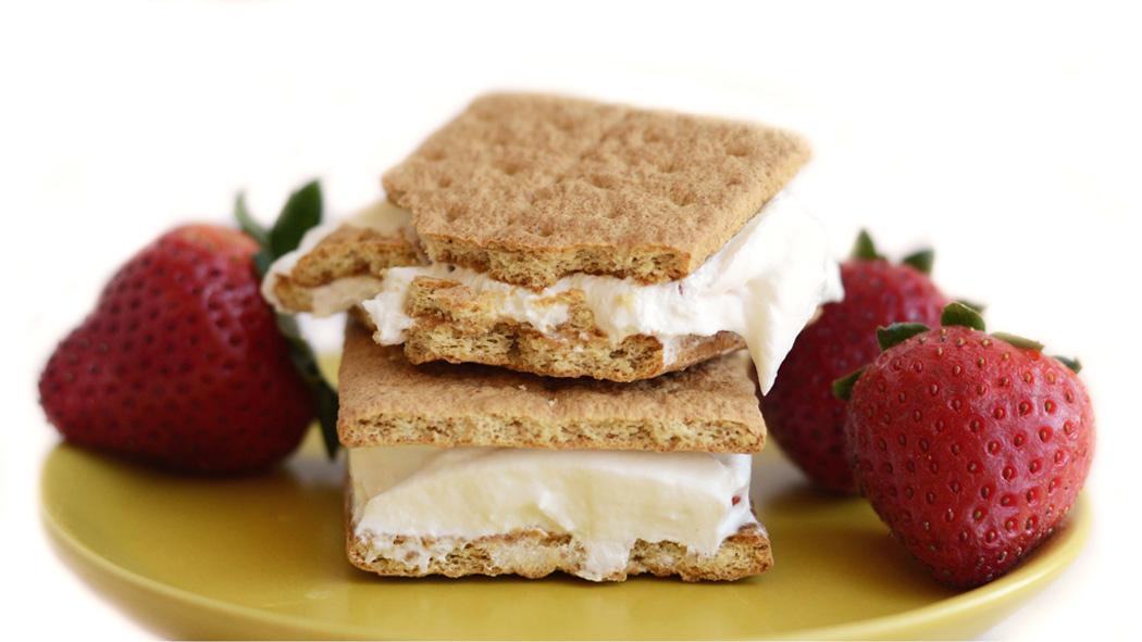 sandwich au gâteau au fromage à la fraise