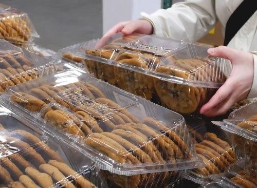 Vous prenez plusieurs paquets de gâteaux de costco