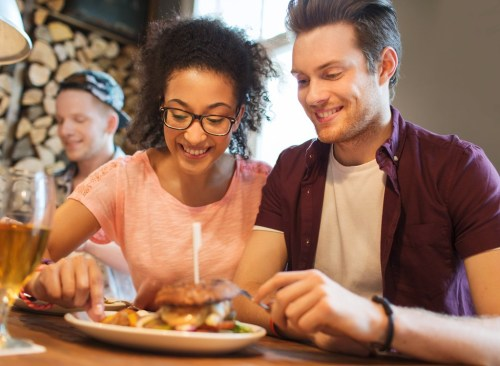Dîner en couple - comment se débarrasser de l'estomac gonflé en 24 heures