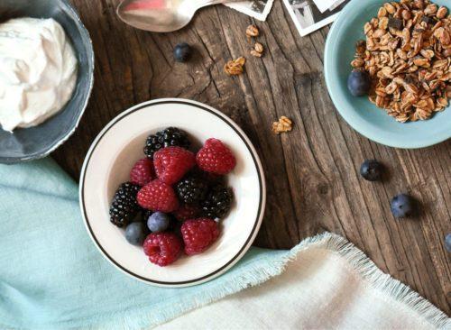 Bol à granola aux baies de yaourt