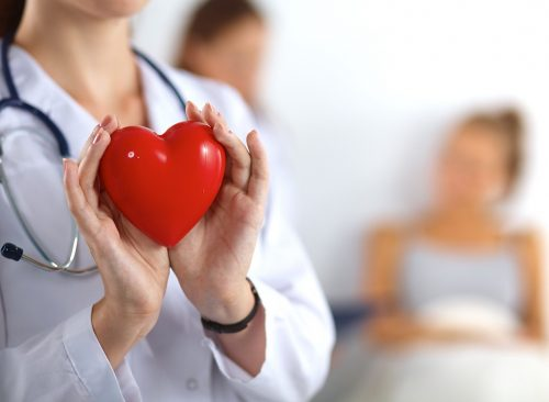Docteur tient coeur