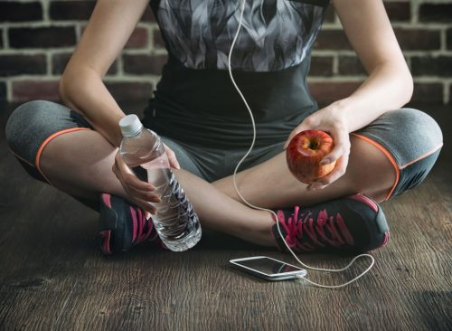 Les moyens les plus rapides de perdre l'estomac en été