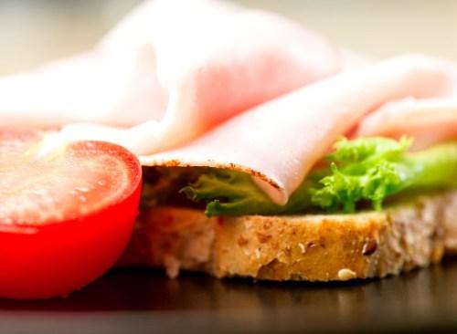 Sandwich ouvert à la dinde