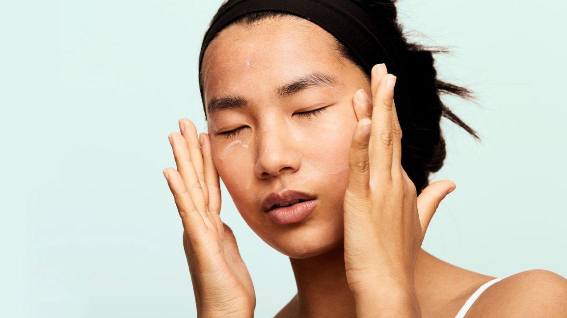 Babassu Oil : Femme, appliquer, crème visage, à, huile babassu