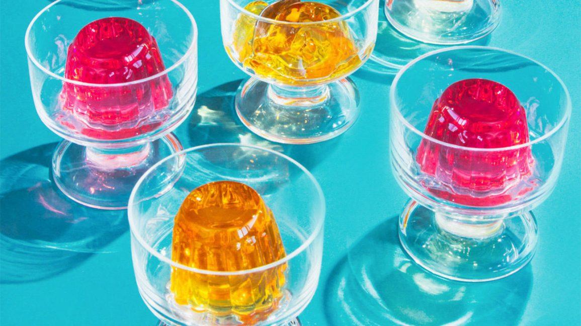 Jello dans des bols de verre