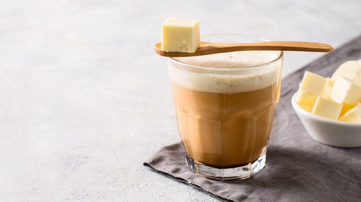 Un verre de café au beurre