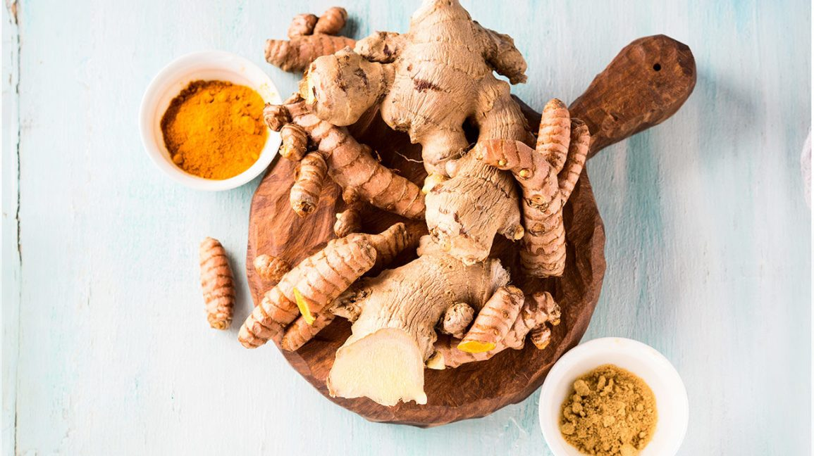 Racine de gingembre et épice de curcuma